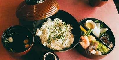Nourriture locale et traditionnelle durant votre voyage à moto
